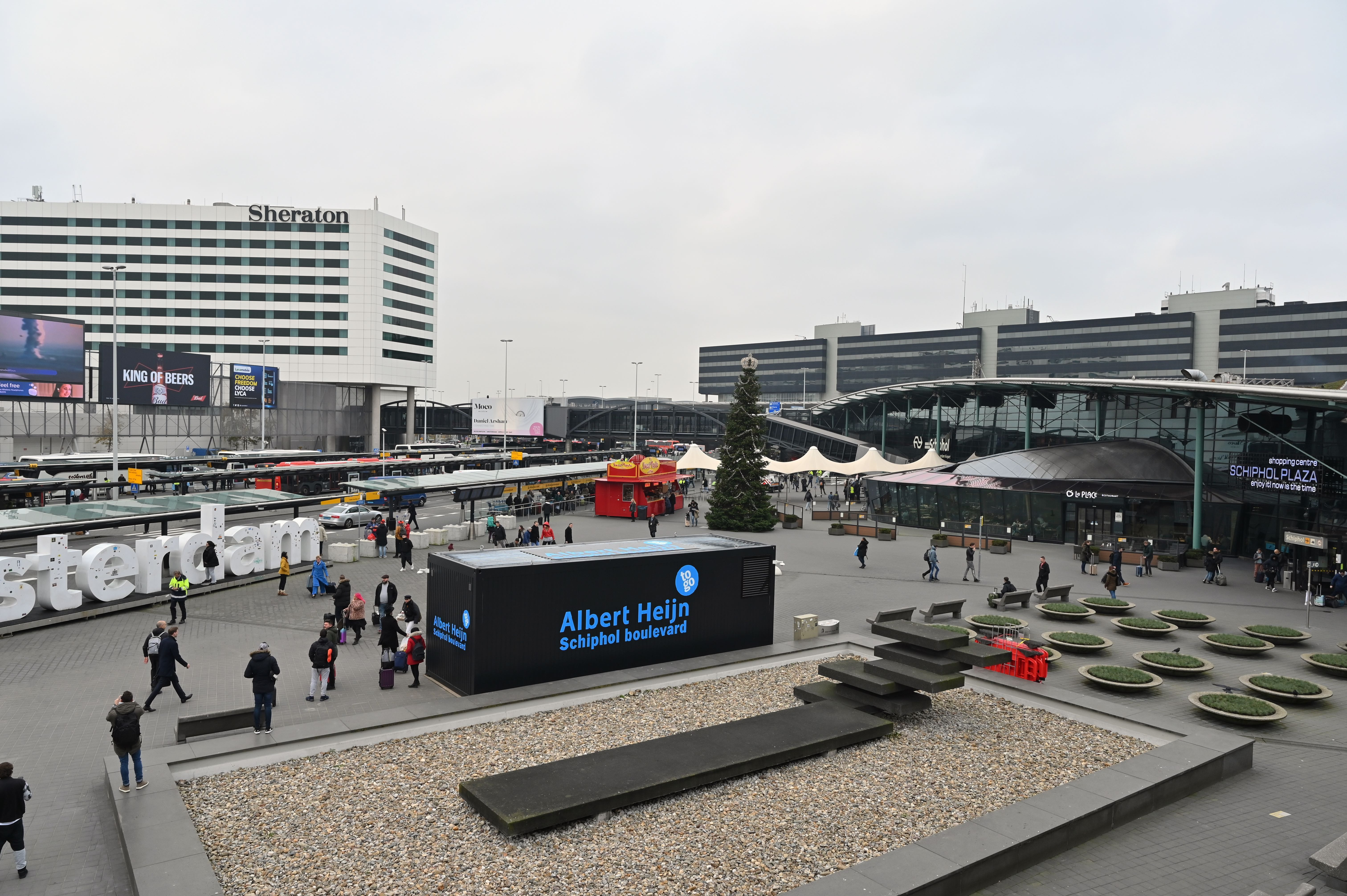 Ahold_Delhaize-AH_To_Go-Schiphol_Plaza.jpg