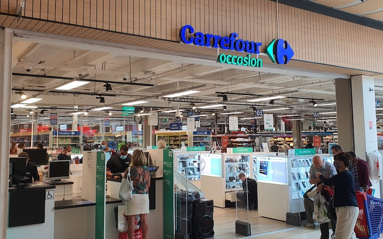Carrefour_convenience_store.jpg