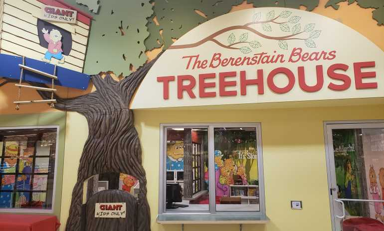 Giant Foods Stores-Berenstain Bears Treehouse.jpg