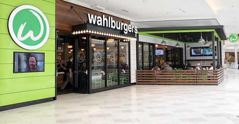 Hy-Vee_first_Wahlburgers-Mall_of_America.png