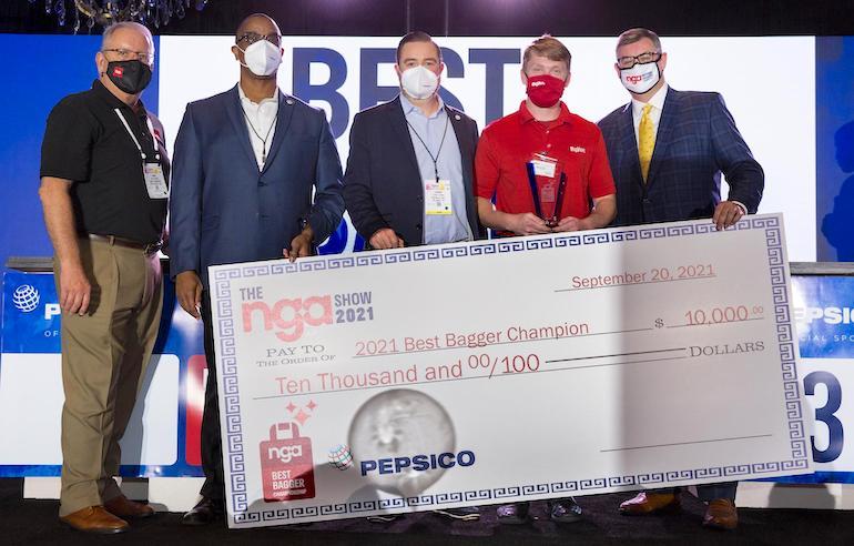 NGA Show 2021-Best Bagger Champion-Ben Miller of HyVee.jpg