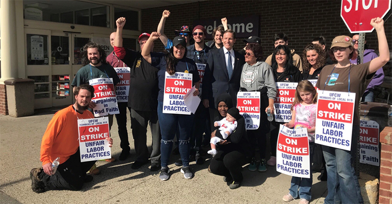 Stop_&_Shop_strikers_Senator_Richard_Blumenthal.png