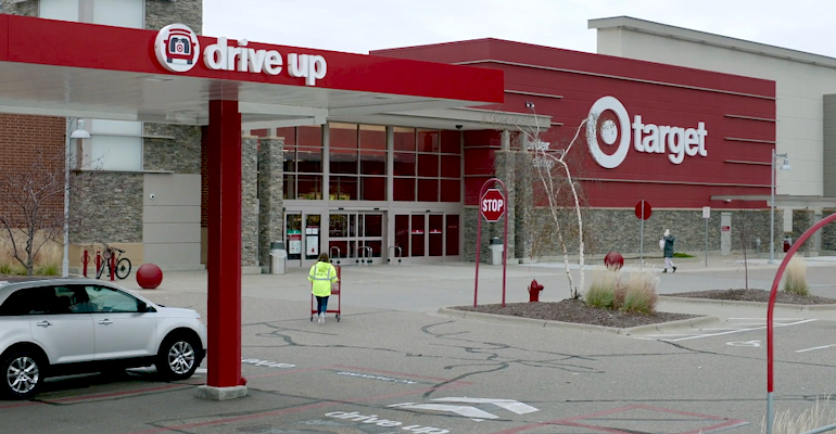 Target_storefront-Drive_Up_associate.png