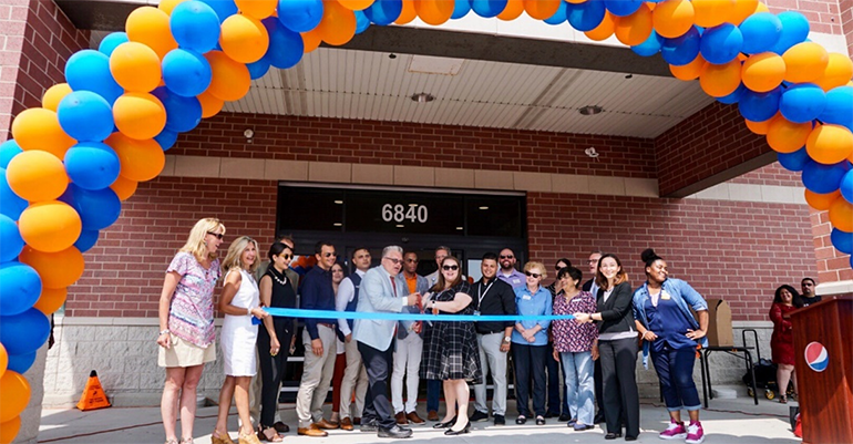 Walmart_Lincolnwood_Pickup_Point_ribbon-cutting.png