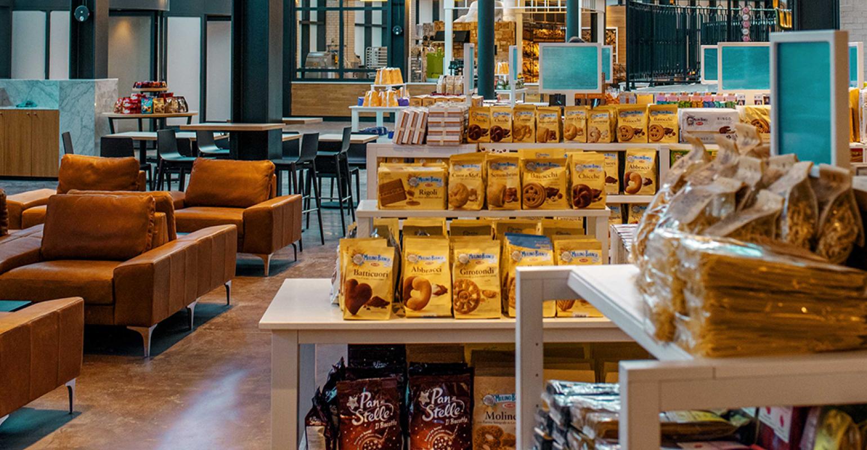 Eataly S La Cucina Del Mercato Fuses Retail Foodservice Supermarket News