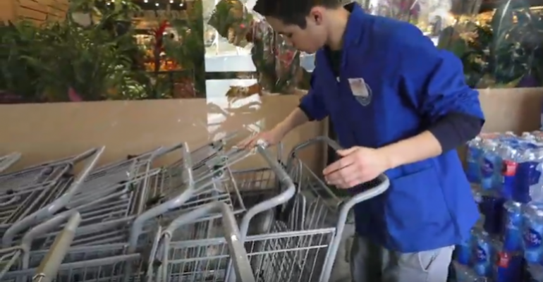 Foodtown_worker-PSK_Stores-coronavirus.png