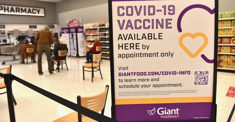 Giant_Food-COVID_vaccines-pharmacy_sign.jpg