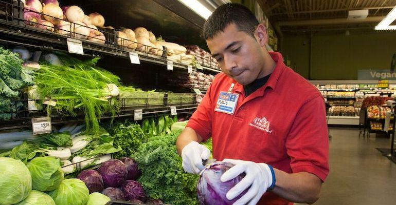 HEB_produce_clerk.jpg