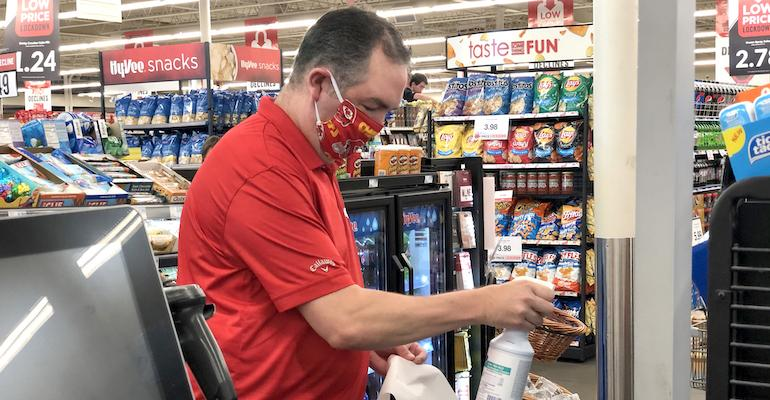 Hy-Vee store associate-face mask-coronavirus