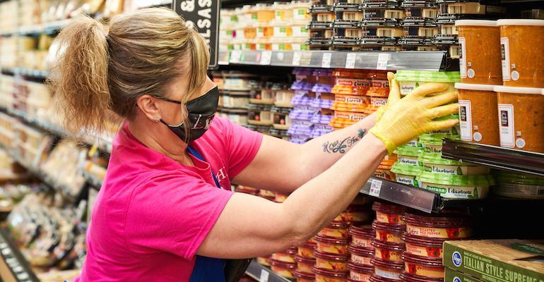 Kroger grocery clerk-face mask-COVID.jpg