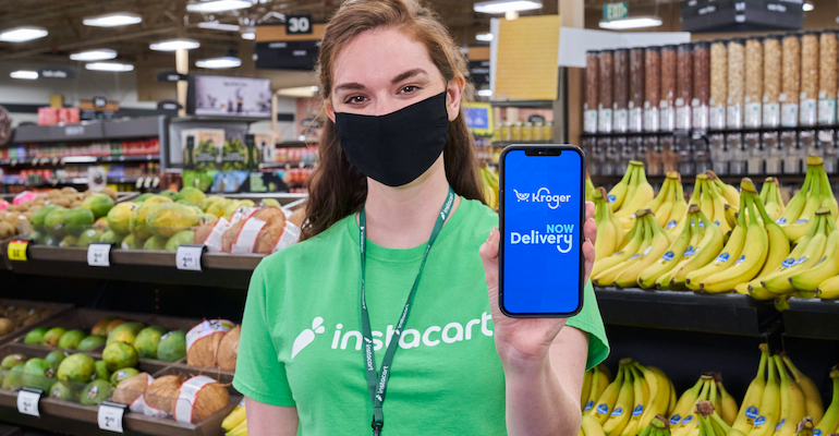 Kroger_Delivery_Now-Instacart_shopper-smartphone.png