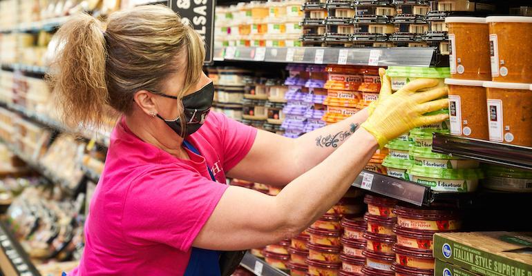 Kroger_grocery_stock_clerk-coronavirus.jpg