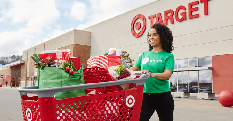 Shipt_Target_personal_shopper_outdoors3.png
