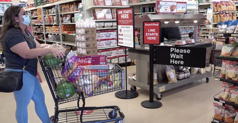 Smart & Final-shopper checkout-COVID19