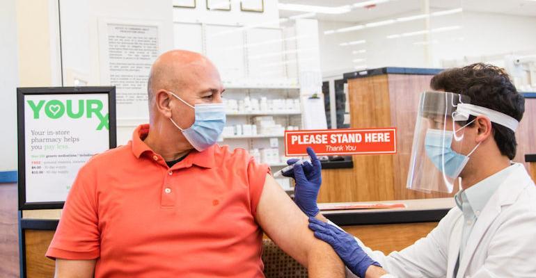 SpartanNash_pharmacist_immunization.jpg