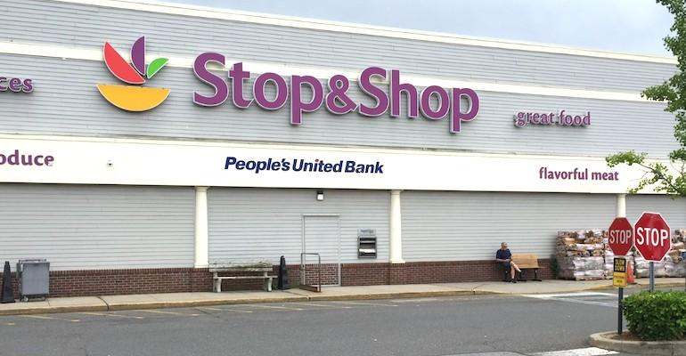 Stop_&_Shop-Levittown_NY-Peoples_United_bank_sign.jpg