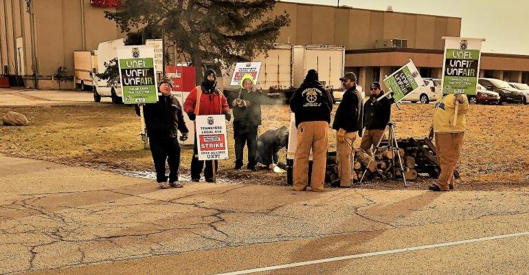 UNFI_Fort_Wayne_DC-Teamsters_Local_414_strike.jpg