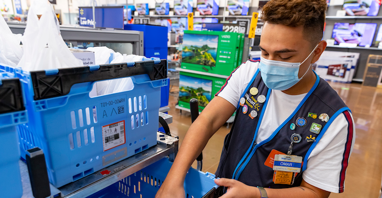 Walmart_store_clerk-COVID-face_mask.png