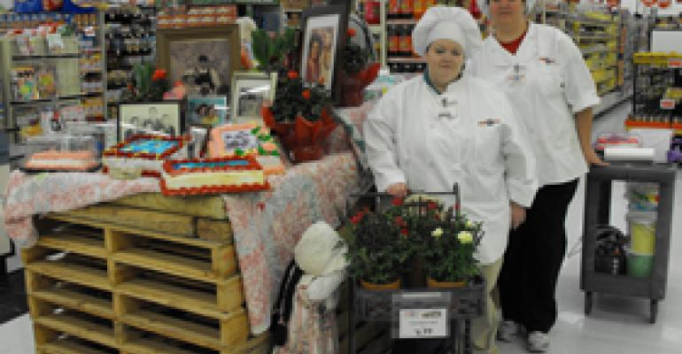 Food City Hosts Cake Decorating for Mom