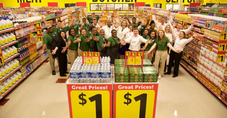 Southeastern Grocers and Harveys personnel celebrate Wednesday39s opening