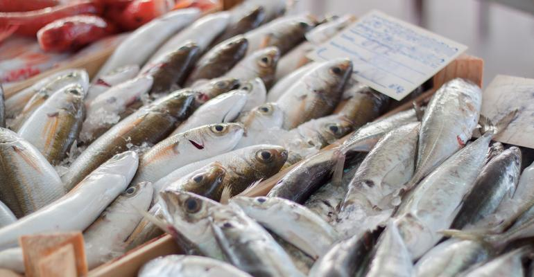 U.S. progress on seafood fraud lags E.U.: Report