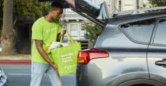 Instacart_personal_shopper-loading_car.jpg