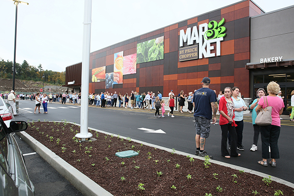 Customers attend a preview party of the 54,000-square-foot store. (Photos courtesy of Price Chopper)