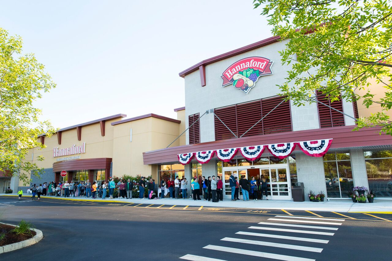 Customers were lining up to see what was inside Hannaford's new prototype.