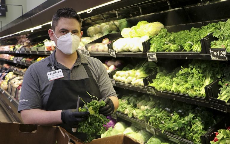 Brookshires Grocery-produce worker-face mask-COVID.jpg