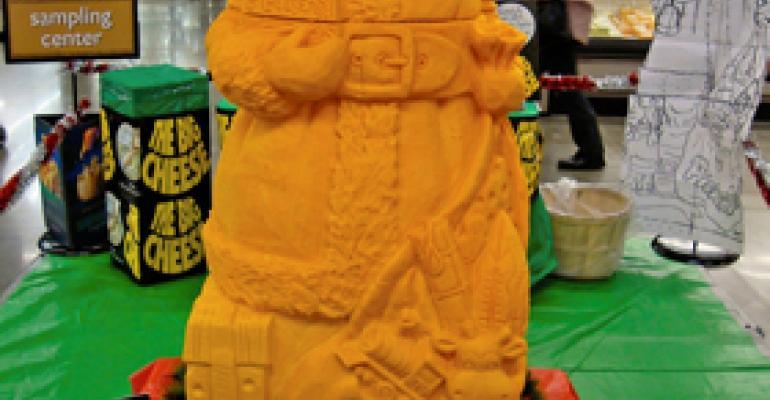 Santa Sculpture Draws Crowd at Pick N' Save