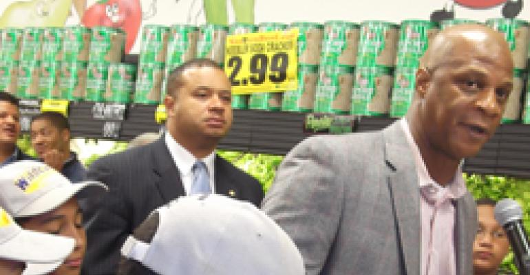 Darryl Strawberry Helps Open Food Desert Store