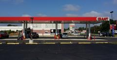 Giant_Food_fuel_station.jpg