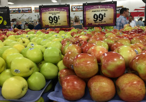 Apples on sale at Sprouts Farmers Market.